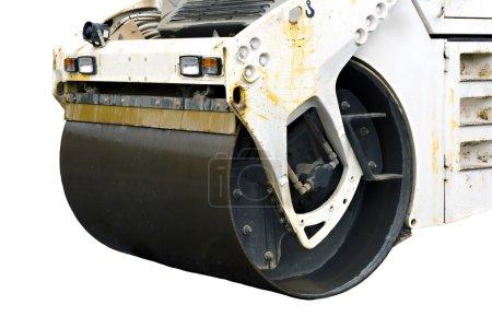 Photo pour Gros plan d'un rouleau vapeur nivellement le tarmac asphfalt - image libre de droit