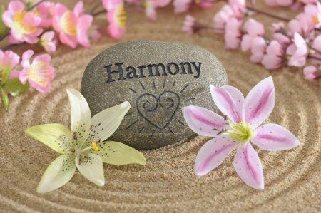 Photo pour Jardin zen avec Pierre d'harmonie - image libre de droit