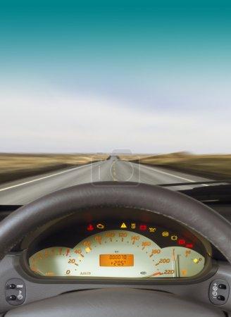 Photo pour Volant et tableau de bord d'une voiture - image libre de droit