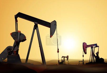 Photo pour Travailler la pompe à huile dans le quartier déserté au coucher du soleil - image libre de droit