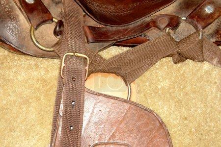 Photo pour Selle de cheval avec cuir brun. texture de peau cheval - image libre de droit
