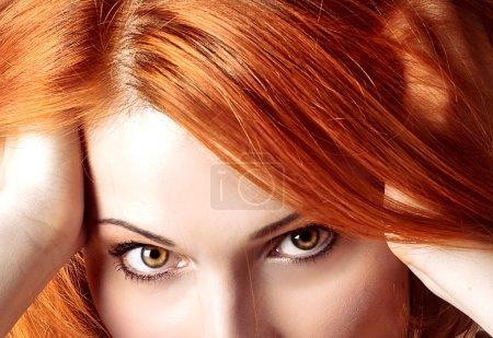 Photo pour Maquillage femme belle redhair bouchent portrait style - image libre de droit