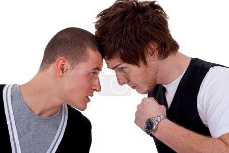 Photo pour Deux hommes se battant pour le blanc - image libre de droit
