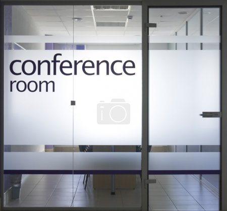 Photo pour Porte et fenêtre en verre sur la salle de conférence - image libre de droit