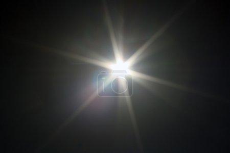 Foto de Una fotografía del Sol tomada alrededor del mediodía en primavera. - Imagen libre de derechos