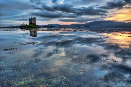 Photo pour Loch Linnhe et le château des harceleurs - image libre de droit