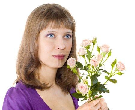 Photo pour Fille aux roses à la main, le fond blanc - image libre de droit