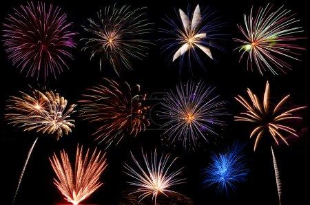 Photo pour Un affichage des explosions de feu d'artifice magnifique - image libre de droit