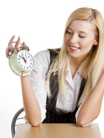Photo pour Portrait de femme d'affaires avec réveil - image libre de droit