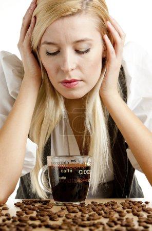 Photo pour Portrait de femme d'affaires avec une tasse de café - image libre de droit