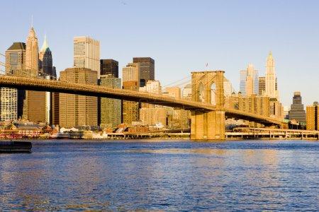 Photo pour Manhattan avec Brooklyn Bridge, New York, États-Unis - image libre de droit