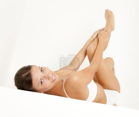 Foto de Joven mujer vestida con lencería de mentira - Imagen libre de derechos