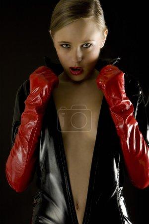 Photo pour Portrait de femme portant des vêtements de latex - image libre de droit