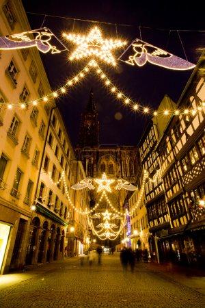 Photo pour Rue Merciere et Cathédrale Notre Dame, Strasbourg, Alsace, France - image libre de droit