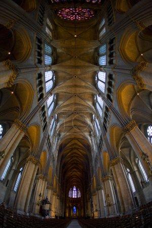 Photo pour Intérieur de Cathédrale Notre Dame, Reims, Champagne, France - image libre de droit