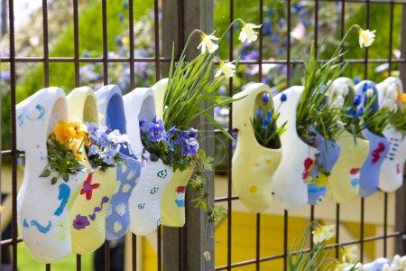 Photo pour Clogs, Keukenhof Gardens, Lisse, Pays-Bas - image libre de droit