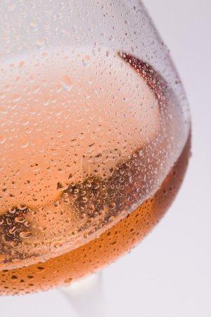 Photo pour Verre à vin avec vin de rose f - image libre de droit