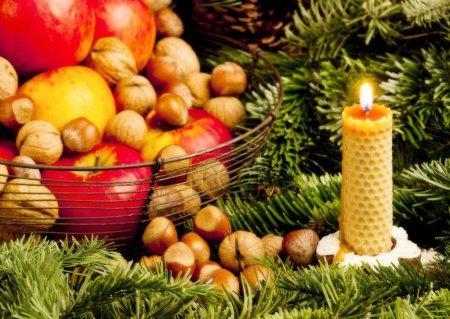 Photo pour Noël nature morte avec une bougie - image libre de droit