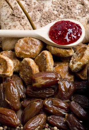 Dried fruit with gingerbread and jam