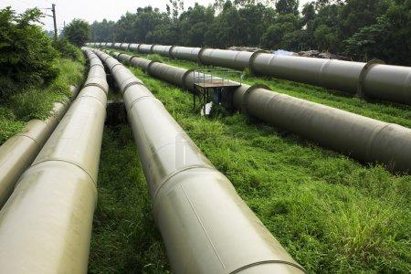 Photo pour Industrie pétrolière et gazière à l'extérieur le jour - image libre de droit