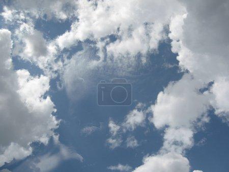 Foto de Cielo azul con nubes - Imagen libre de derechos
