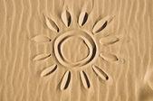 soleil dessiné dans le sable
