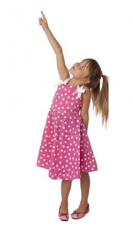 Photo pour Photo de toute la longueur de la fille de cinq ans dans polka dot robe vers le haut. isolé sur fond blanc. - image libre de droit