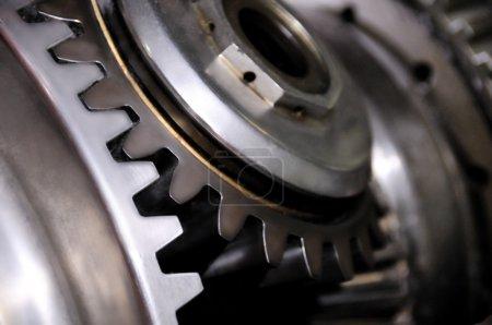 Photo pour Deux vitesses de conjoints pour travailler ensemble dans le cadre du mécanisme industriel complexe - image libre de droit