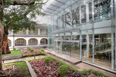 Photo pour Maison moderne avec jardin - image libre de droit