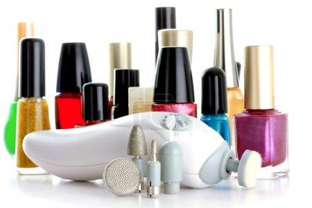 Photo pour Manucure ensemble en face de bouteilles de vernis à ongles - image libre de droit