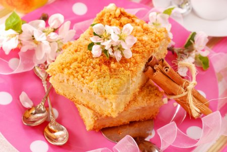 Apple shortcake with crumble