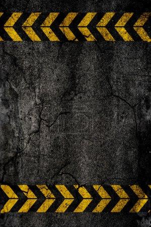 Photo pour Texture d'arrière-plan asphalte avec panneaux de construction - image libre de droit