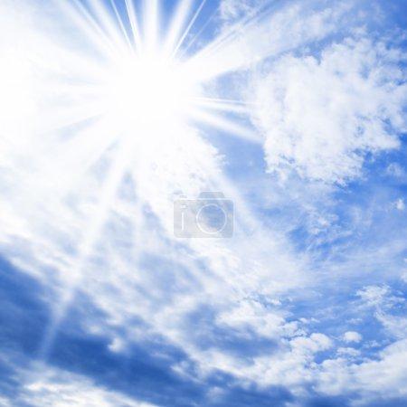 Foto de Sol en el cielo azul - Imagen libre de derechos