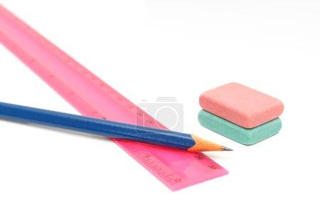 Photo pour Crayons, gomme et règle sur fond blanc - image libre de droit