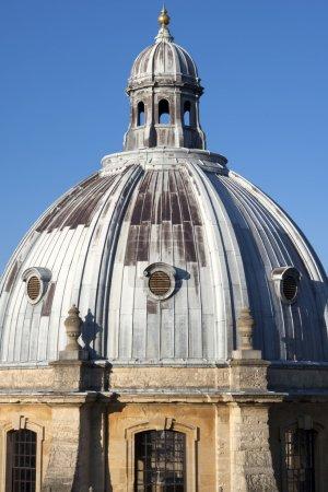 Photo pour Repère architecture palladienne du XVIIIe siècle de la bibliothèque de caméras radcliffe circulaire bâtiments en Angleterre oxford vu du clocher de l'église de l'Université o - image libre de droit