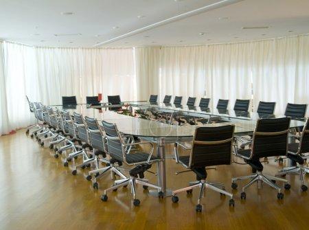 Photo pour Salle de Conseil, bureau, lieu de travail, Conférence, chaises, table - image libre de droit