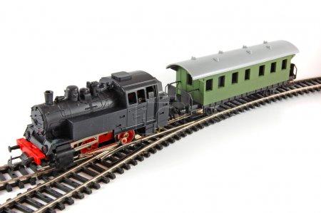 Photo pour Jouet vapeur Train et caboose sur fond blanc - image libre de droit
