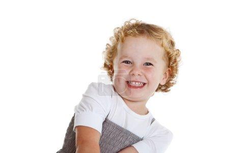 Foto de Cute little tres años riendo un poco tímido - Imagen libre de derechos