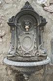 Historická fontána. Assisi. Umbrie