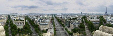 Photo pour Photo prise du dernier étage de l'Arc de Triomphe - image libre de droit