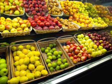 Photo pour Fruits frais du marché - image libre de droit