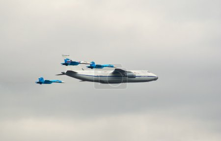 An124 escorted by fighters