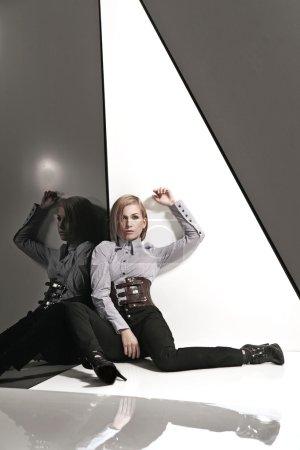 Photo pour Photo de style de mode d'une jeune femme - image libre de droit
