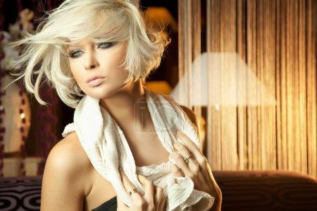 Foto de Calma retrato de increíble mujer rubia de ojos azules - Imagen libre de derechos