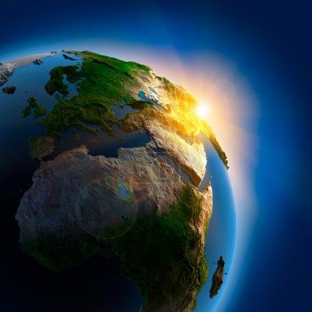 Photo pour Les rayons du soleil levant illuminent la terre dans l'espace - image libre de droit
