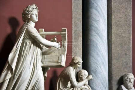 Sculpture of the woman with a musical instrument