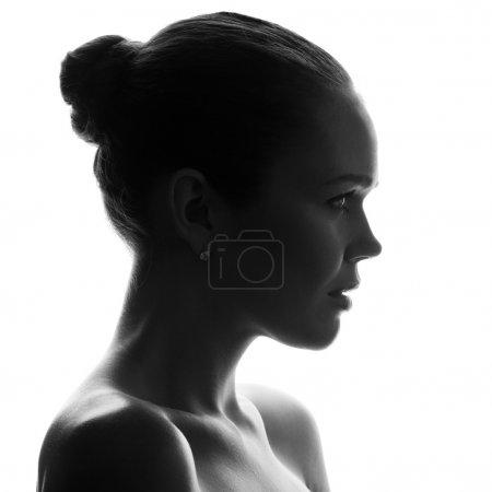 Photo pour Profil de attrayant jeune adulte isolé sur fond blanc - image libre de droit