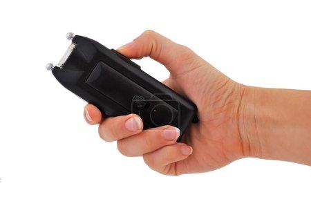 Photo pour Main de femme tenant un pistolet électrique de 50 000 volts - image libre de droit