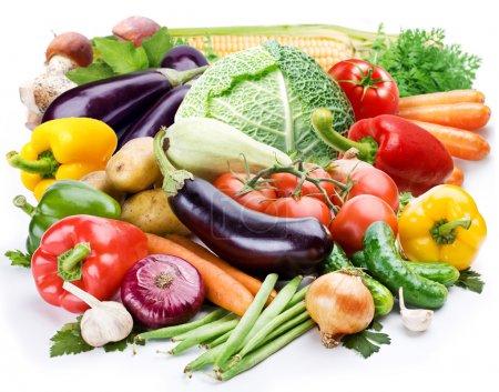 Photo pour Légumes sur un fond blanc - image libre de droit