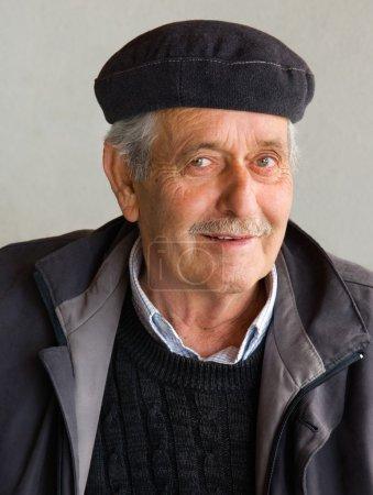 Foto de Retrato de un viejo pensionista - Imagen libre de derechos